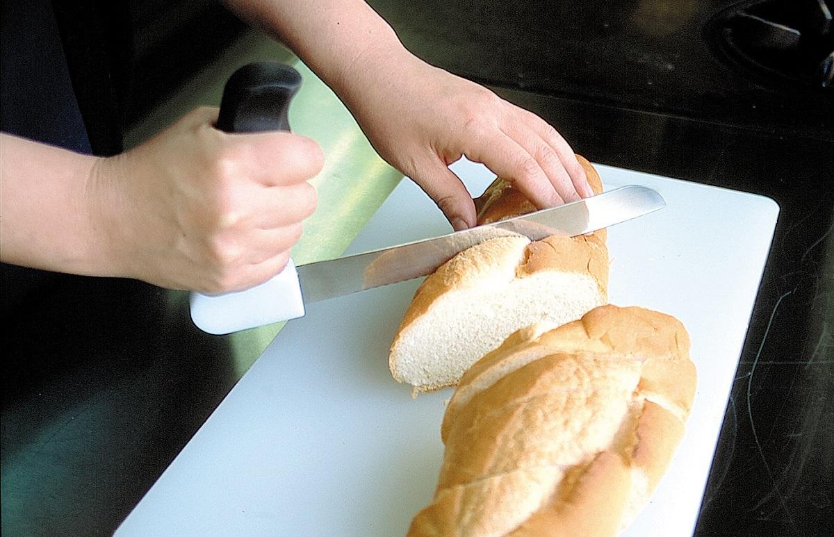 手首に負担が少なく握りやすい縦ハンドルのナイフ パン切り包丁 らくらくブレッドナイフ 永遠の定番 シニア用パンナイフ アウトレット 高齢者 返品不可