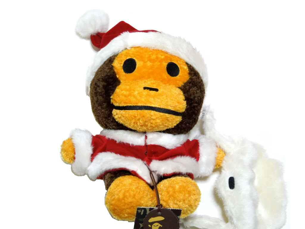 A BATHING APE (エイプ) MILO XMAS PLUSH DOLL BABY MILO 박제 산타 클로스 크리스마스 ver BAPE (ベイプ)