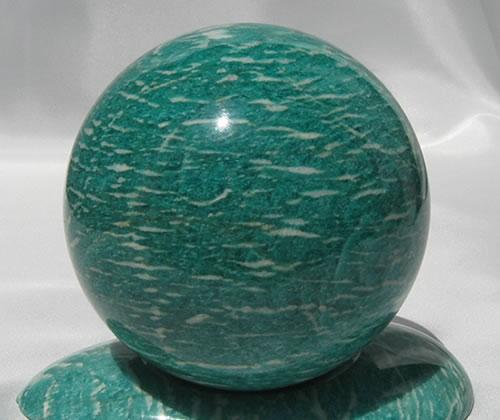 【送料無料】AAAロシア産アマゾナイト92mm1.0kgスフィア(シラー)同石台付き'サードアイを開く、普遍の愛の顕現の石' 天然石 パワーストーン ama020