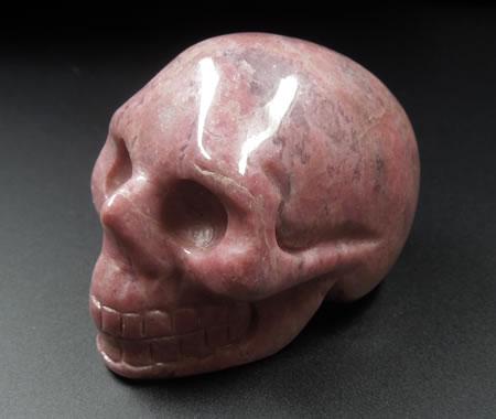 【送料無料】ロードナイト(バラ輝石)38mmスカル  クリスタルスカル-'古代の叡智、サイキック能力開発の石、' 天然石 パワーストーン rntsk003