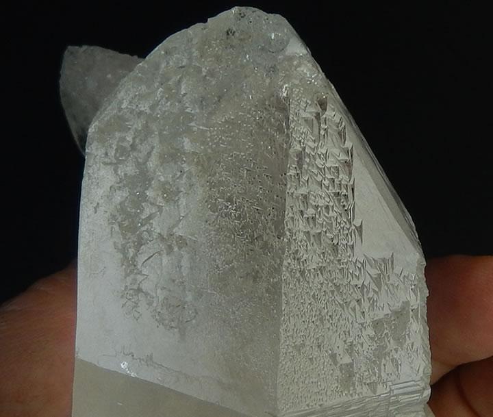 トライゴーニッククォーツ水晶305g虹ありセルフヒールド★びっしりと無数の逆三角形★シャーマニックワークに理想的、絶対的信頼感の石'tri050