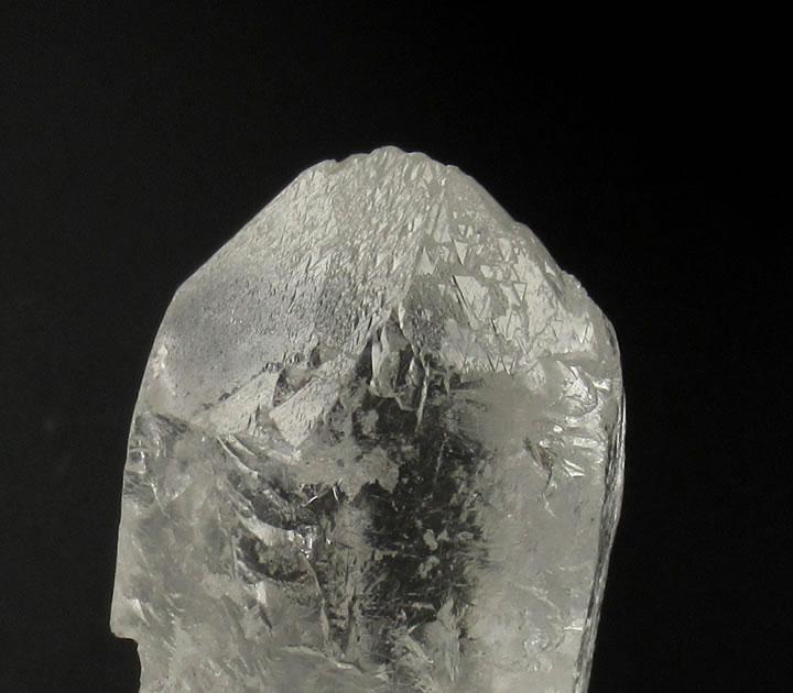 トライゴーニッククォーツ 水晶 エクストラテレストリアル 35.2g 多種のシャーマニックワークに理想的、絶対的信頼感の石 tri074