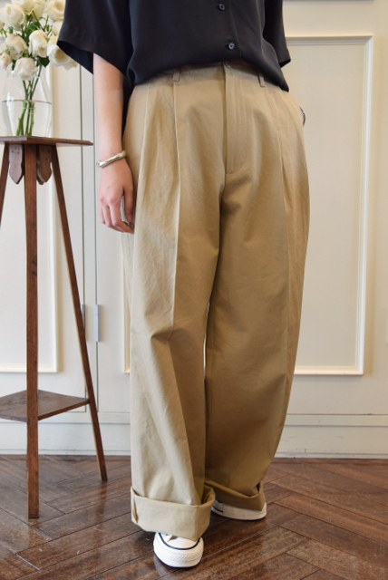 AURALEE(オーラリー)/WASHED FINX LIGHT CHINO TUCK WIDE PANTS