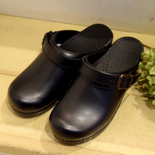Dansko(ダンスコ)/Ingrid BOX leatherストラップ付きクロッグ(BLACK)