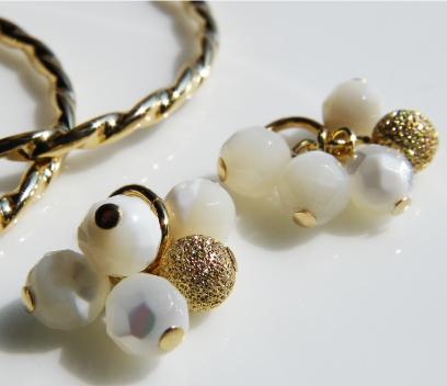 Nature stone gold snowball charm