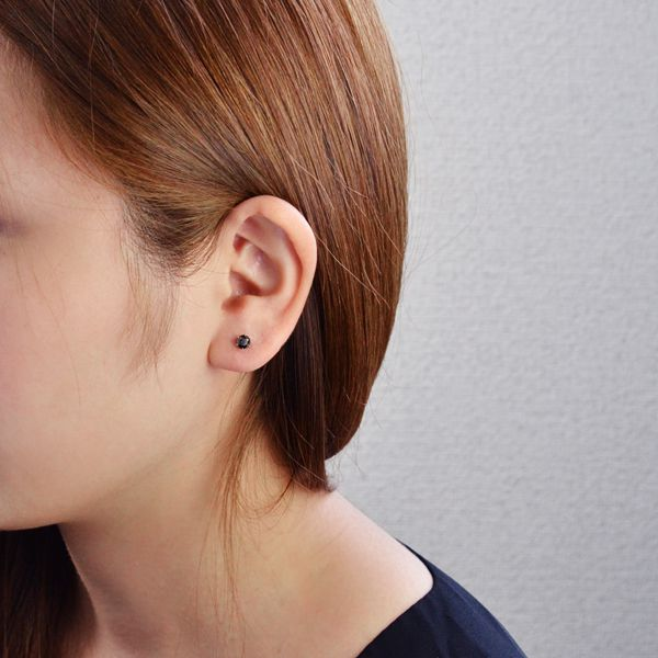 Carats Black Diamond Accessorymart Immediate Delivery One Ear Pierced Earrings Platinum
