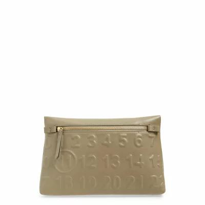 メゾン マルジェラ MAISON MARGIELA クラッチバッグ Embossed Logo Leather Clutch Desert Taupe