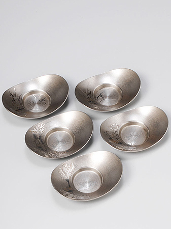[ 送料無料 ] 大阪錫器 茶托 イブシ 小判形 [ 桐箱入り 茶たく ] 2.5 [ アドキッチン ]