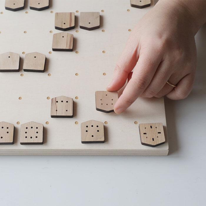 駒の動きがひとめでわかる、サインの将棋。 【送料無料】ie shougi(いえしょうぎ)[しょうぎ 将棋 初心者 サイン将棋 知育玩具 子供 こども 親子 インテリア 木製 木のおもちゃ おもちゃ 入学祝い クリスマス 7歳 6歳 男の子 女の子 誕生日 プレゼント 贈り物 ギフト]