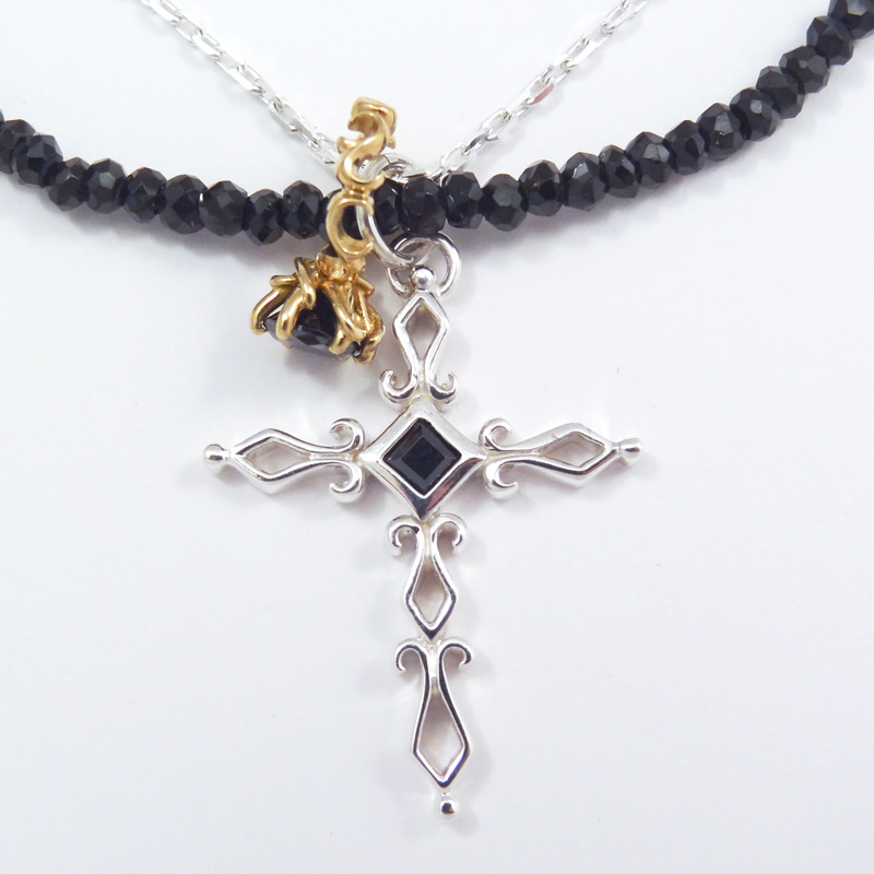 シルバー925 メンズネックレス 艶黒のブラックスピネルを使用したネックレスとシルバーチェーンの2連タイプ。デザインクロスとアラベスクベビーリングのダブルTopの3wayネックレス。( 3way Cross & Babyring Black Necklace )