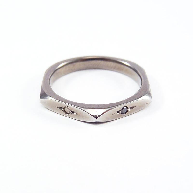 シルバー925 メンズリングSILVERとBlack spinelの幾何学的な形をエッジーかつシャープなラインで落し込み、フォルムに拘ったシリーズ 重ね付け可ブラックダイヤモンド×ダイヤモンド(Hexagon Dia Ring Dark)