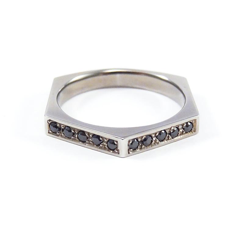シルバー925 メンズリングSILVERとBlack spinelの幾何学的な形をエッジーかつシャープなラインで落し込み、フォルムに拘ったシリーズ(Hexagon Ring Dark)