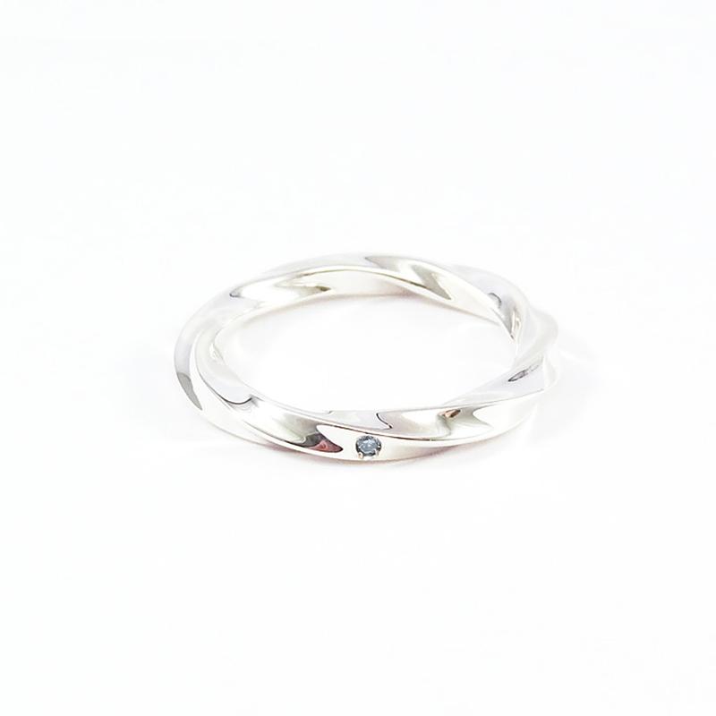 シルバー925 ブルーダイアモンド メンズリング永遠…無限…に続く時の流れをイメージ、曲線から創り出される光の反射、表情の違いが魅力(Infinity Loop Ring Light)