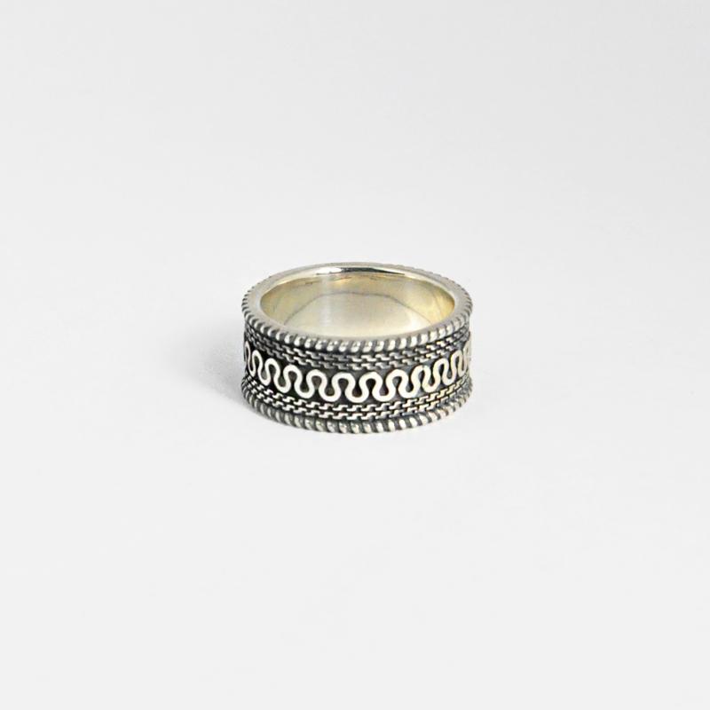 シルバー925 いぶし加工 メンズリングオリエンタルな幾何学模様を入れたボリュームあるリング。重厚な存在感等に拘り抜いたリング。(Geometric pattern Ring Antique silver)