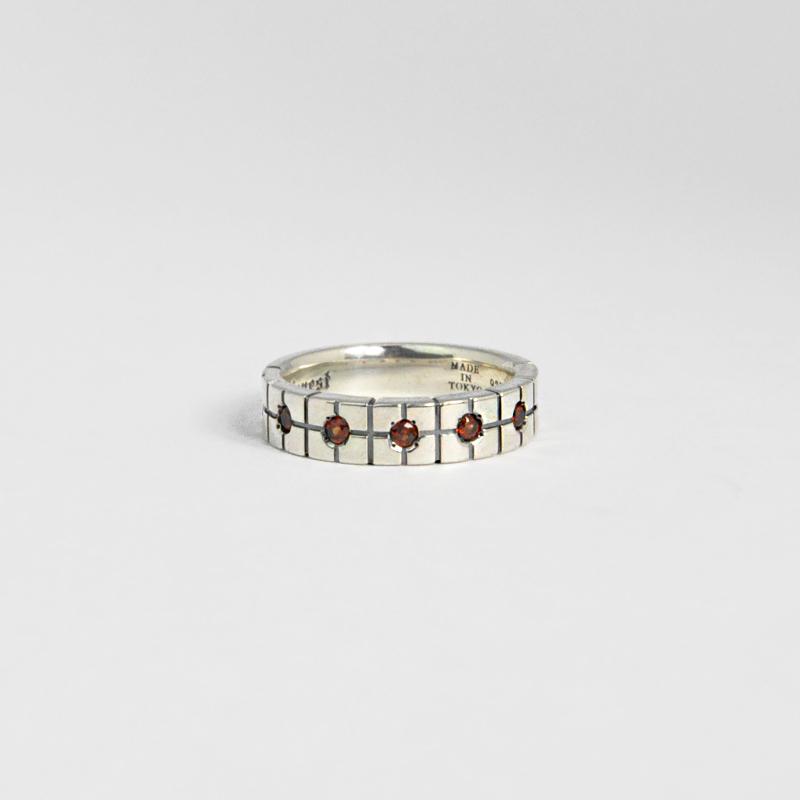 シルバー925 いぶしメッキ メンズリングオリエンタルな幾何学模様を入れたボリュームあるリング。重厚な存在感等に拘り抜いたリング。(Geometric pattern Garnet Ring Antique silver)