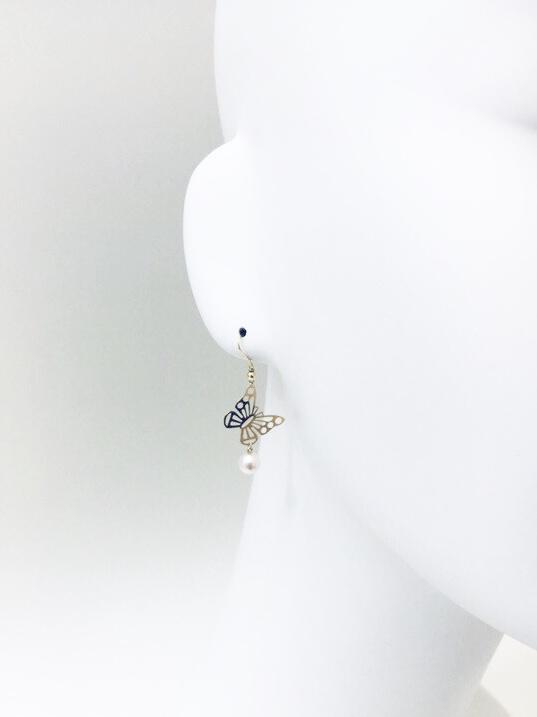 お値打ち価格で 真珠 K18YG 6ミリ アコヤパール バタフライ 蝶 ぶら下がり 揺れる 60代 蝶とアコヤパールのピアス 40代 卸直営 30代 送料無料 プレゼント 50代