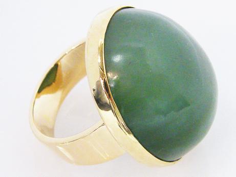 記念日 特大の軟玉石 中古 天然ネフライト K18製 ひすいリング 石目刻印無し セール価格
