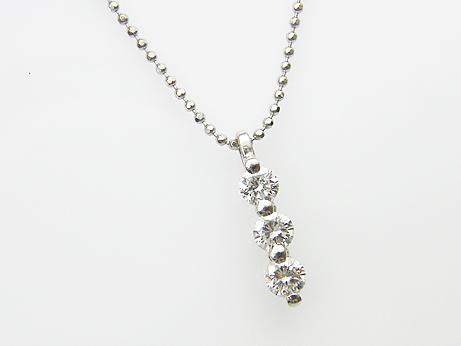 ダイヤモンド Total 0.700ct H,SI1-2,GOOD PT製 スリーストーンペンダント