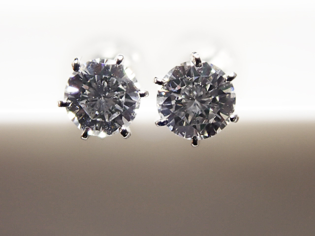 0.123ct & 0.118ct D,SI1,GOOD PT製 6本爪 ダイヤモンドピアス