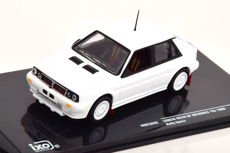 イクソ 1/43 ランチア デルタ HF インテグラーレ 16V ラリースペック 1989 ホワイト エクストラリム付き Ixo 1:43 Lancia Delta HF Integrale 16V Rally Specs 1989 white with Extra rims
