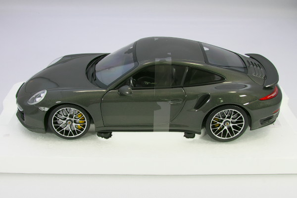Minichamps 1/18 Porsche 911 Turbo S 991 grey-metallic Porsche-dealer custom built model full opening and closing