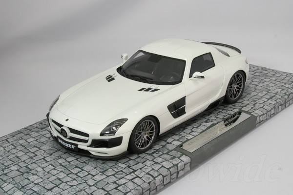 Minichamps 1/18 Mercedes Benz SLS AMG Brabus Biturbo 700 Coupé Limited  Pearl White 2013 999 Units