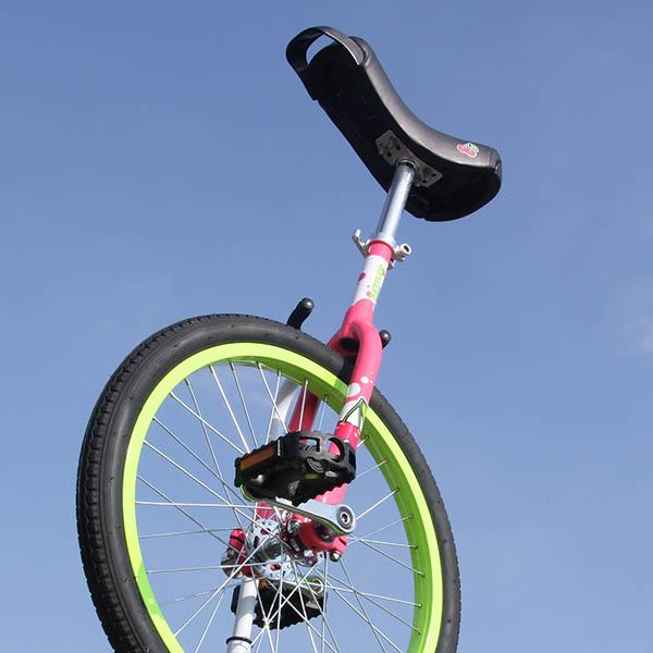 さくらんぼの柄が可愛い♡[Kettler]子供用20インチ一輪車