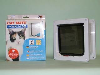 PET-MATE正規品 普通猫用標準ドア取付け易い独自の両面取付 年中無休 安心のPET-MATE正規品猫ドアR234 白 予約販売品 普通猫用 取付け易い両面取付