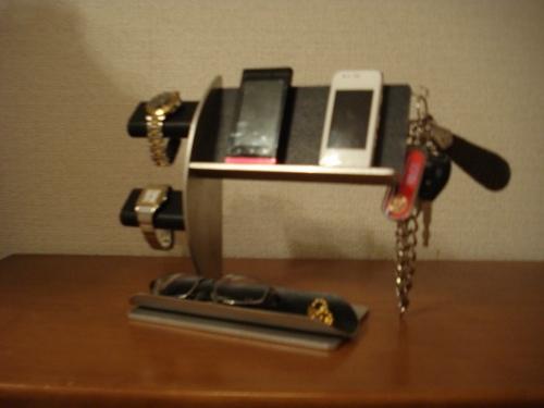 誕生日プレゼントに ウォッチスタンド ブラック腕時計2本・キー・携帯電話スタンド 《タバコ、ライター、メガネなども置ける大きな小物トレイ付き》 RAK8422