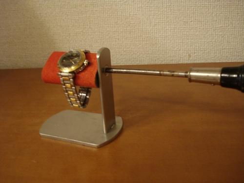 腕時計  スタンド プラスドライバーでだ円パイプの角度を変えられるレッド時計スタンド スタンダード RAK281