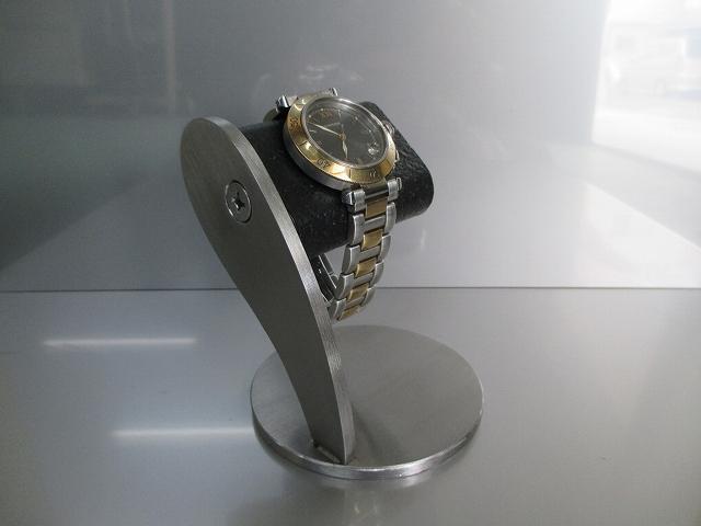 ネジでだ円パイプをお好みの角度に変えることができます だ円ブラックヘアーライン仕上げ腕時計スタンド