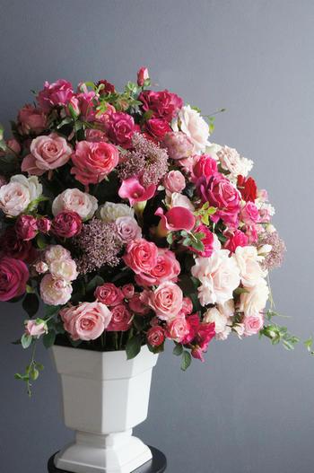 バラエティピンクローズ スクエアホワイトベース(造花)