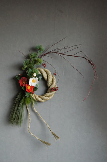 正月松×紅白椿 しめ縄リース L(造花)