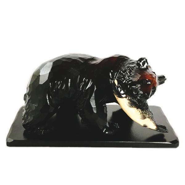 一品作 木彫りの鮭をくわえた熊の置物 置台付き 【200】 北海道 きぼり 民藝 民芸 伝統工芸 くま お土産 定番 インテリア オブジェ 木工 おみやげ
