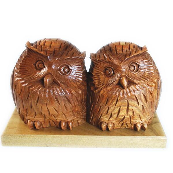木彫りのふくろうの置物 槐(えんじゅ)の木製 よりそい 夫婦 【木彫】【民芸品】【北海道】【梟】【プレゼント】【ギフト】【オブジェ】