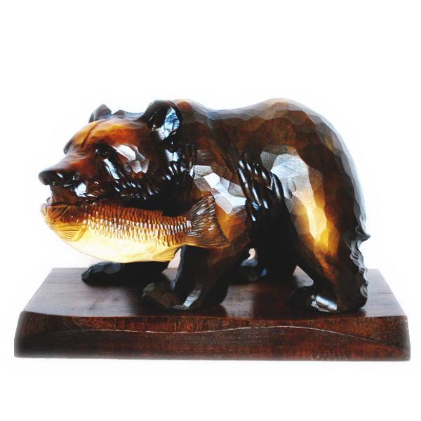 送料無料 木製 鮭をくわえた熊の木彫りの置物 8号 【鮭喰熊】【T】 きぼり 民芸品 木彫熊