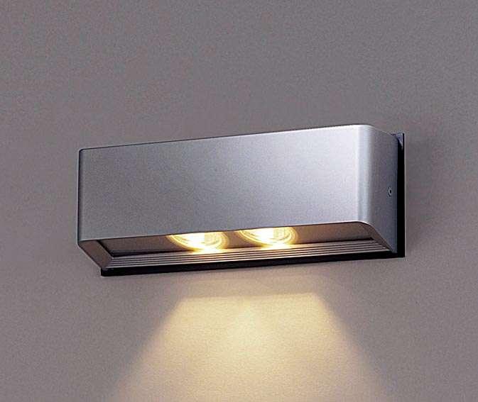 Panasonic NNY20236LE1 壁直付型 LED(電球色) ブラケット 出入口用・集光形配光 防雨型 パネル付型 コンパクト形蛍光灯FHT42形1灯器具相当 FHT42形