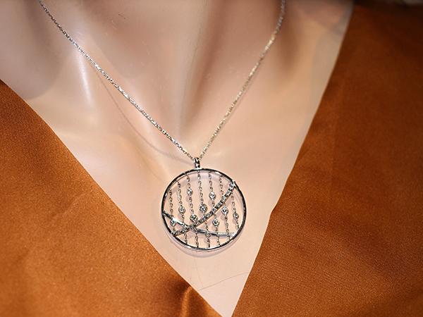【天然ダイヤモンド】天然ダイヤデザインネックレスK18WG 金18ホワイトゴールド 天然ダイヤモンドD0.30ct ホワイト 【中古】【新品仕上げ】【美品】