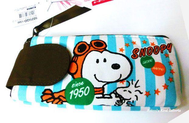 605cdeb23e4f Ctswa   Snoopy Pocket Carle D 502SQD stationery series ☆ small put pen case  Megane school enrollment of preparing new life and vanity case
