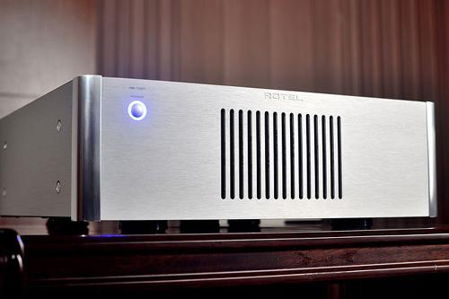 モノラルパワーアンプ 試聴出来ます!<秋葉原インパルス> ROTEL RB-1581(1台)即納です。<ハイパワーが有り重さが苦にならず高音質型です>