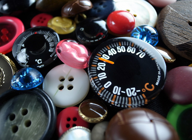 500 Yen coin size ultra small thermometer t-27.