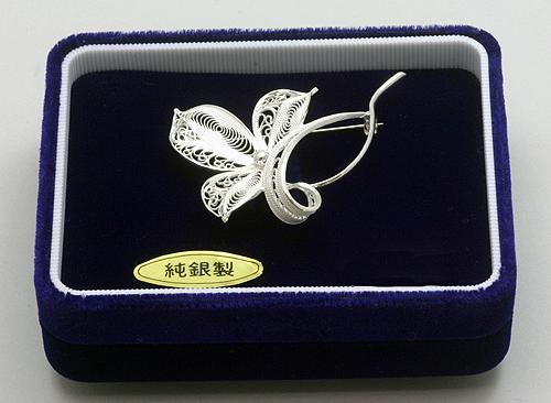 竹谷本店 秋田銀線細工ブローチ 「南天」