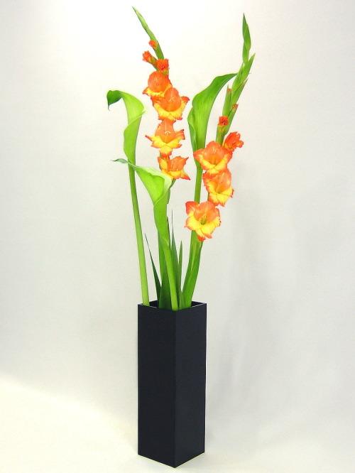ベーシック/ブラック色四角柱F型(高さ248mm×横幅・奥行168mm)アクリル・フラワーベース・花器・花瓶