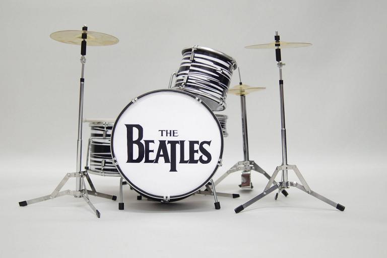 Beatles series! Drop T logo drum set