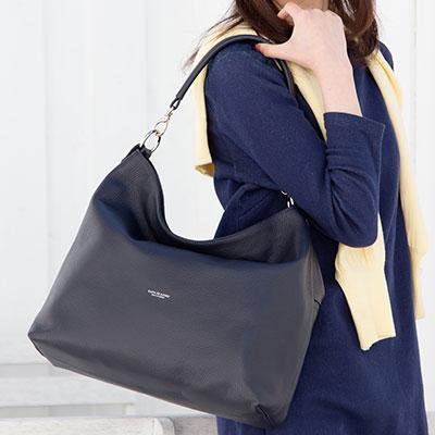 |ショルダーバッグ レディース 斜めがけ 軽い アンジェリーナボックス 日本製シュリンク型押しレザー 2WAYバッグ 革 超軽量 本革 牛革 鞄 皮 斜め掛け 堅牢 柔らかい かわいい 大人 海外旅行 女性 品格