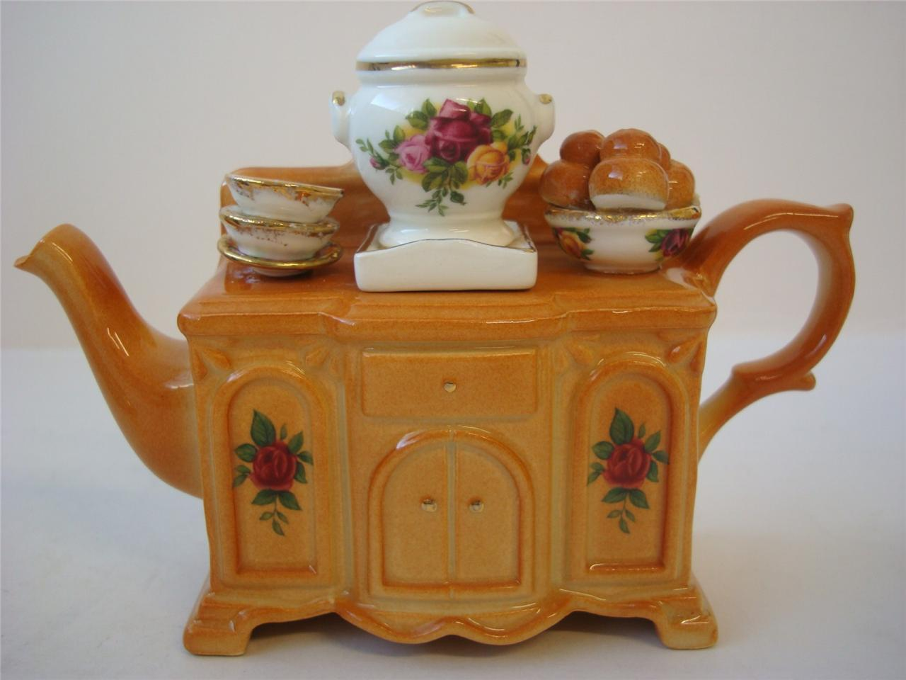 ROYAL ALBERT Royal Albert old country roses sideboard teapot novelty size made in United Kingdom rose rose antique vintage