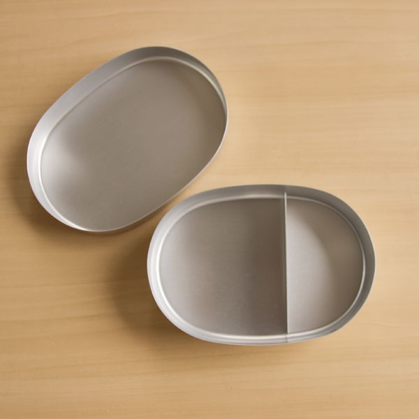 It is just good old-fashioned aluminum Bento box-oval L children size. fs3gm10P28oct13