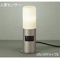 ☆DAIKO LED照明器具 アウトドア アプローチ灯 人感センサー付 白熱灯60Wタイプ 電球色 ランプ付 差込プラグ付 防雨形 本体色:ウォームシルバー 据置専用 DWP38642Y