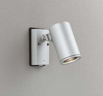 ☆ODELIC LEDエクステリアスポットライト LED一体型 ビーム球150W相当 電球色 ワイド配光 本体マットシルバー 防雨型 壁面取付専用型 人感センサ付 OG254544P1