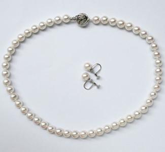 【すぐに使える10%割引クーポン配布中】厚巻・良質あこやパール2点セット【送料無料・代引手数料無料】通常のパールよりワンランク上の厚巻・良質真珠!珠の一粒ひとつぶに顔が映る程の品質の国産あこや真珠で組み上げたネックレス・イヤリングセット